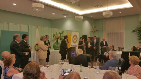 CANVI DE COLLARS AL ROTARY CLUB DE SABADELL, UN SOPAR DE RECONEIXEMENT I COMPROMIS.