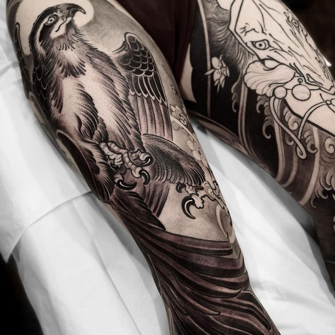 Falcon Leg Sleeve