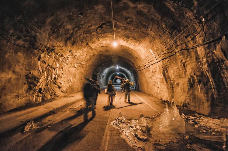 tunel_full_moon_balea.jpg