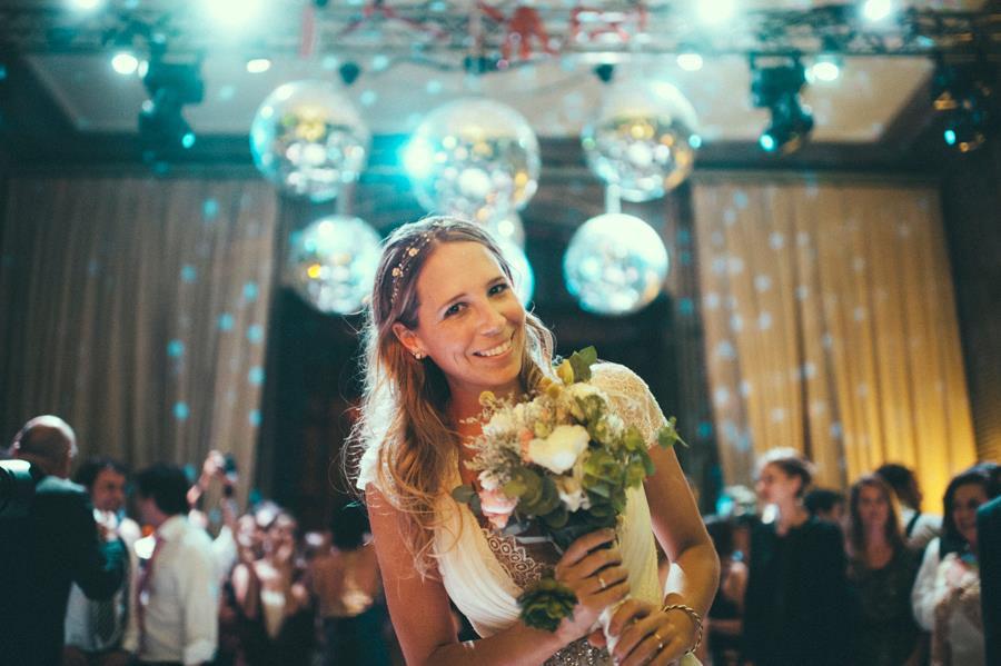 Novia en pleno casamiento