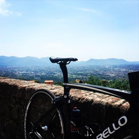 Tuscan hills in the saddle. (2016, Passo del Trebbio, Lucca)