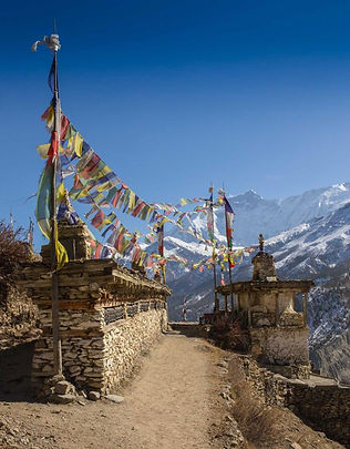 bhutan_temple_on_top_of_mountain_top_vie