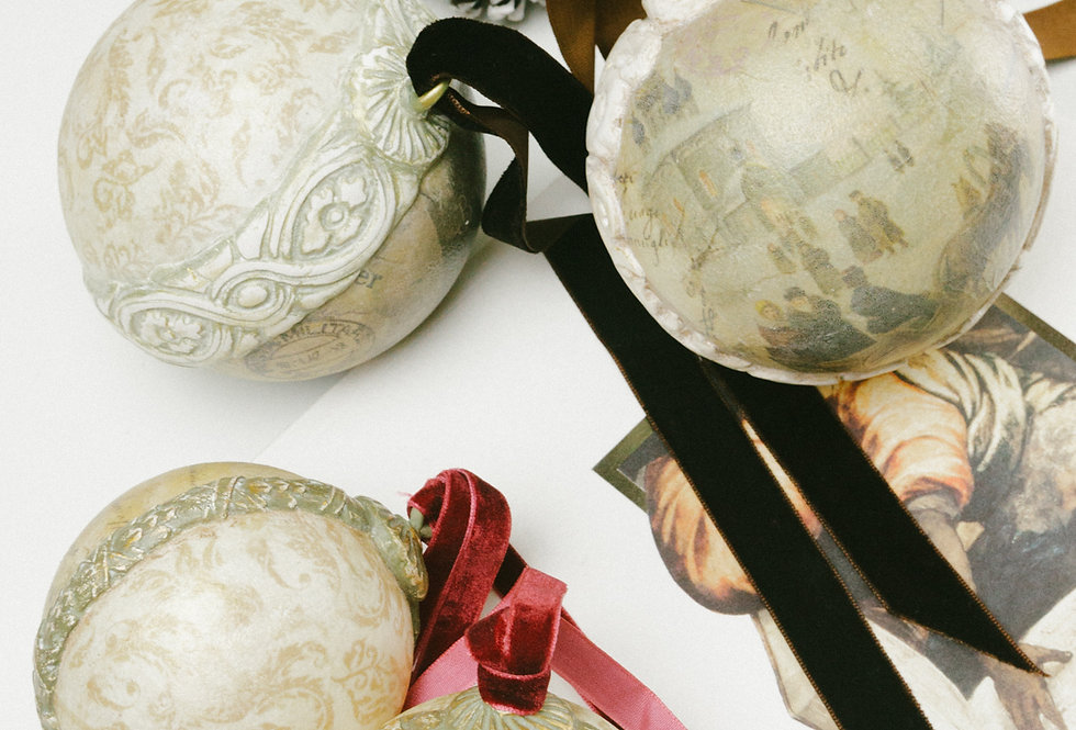 SET OF 4 BAROQUE STYLE BAUBLES