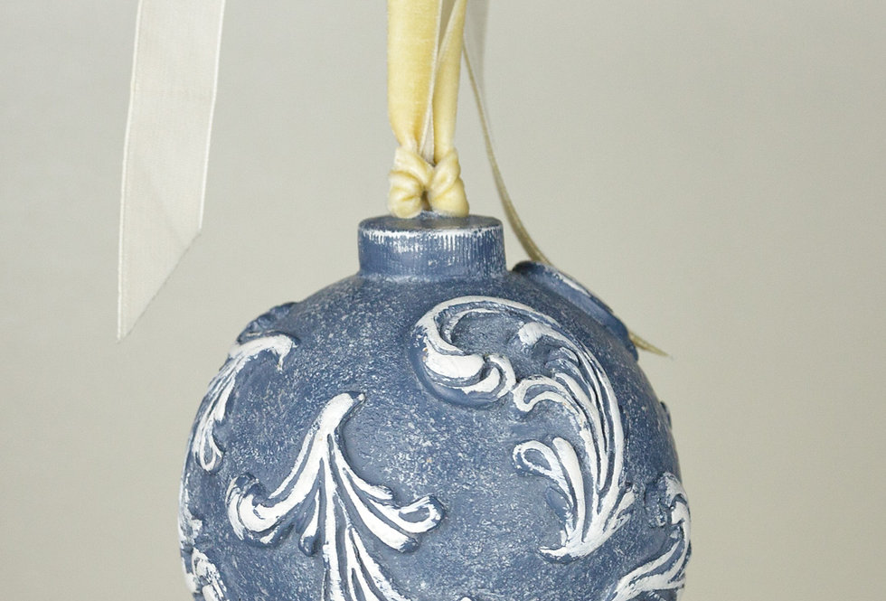 LARGE RELIEF BAUBLE