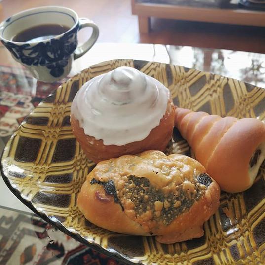 朝から#のり蔵 にパンを買いにいって朝ごはん。ふだんは食パン専門なんだけど、今日