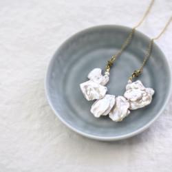 大粒ケシパールの花びらネックレス
