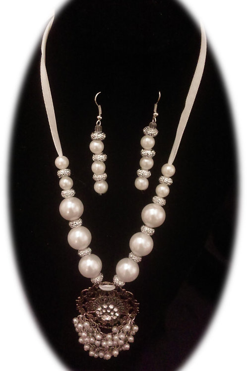 Small Pearl Pendent Necklace Set
