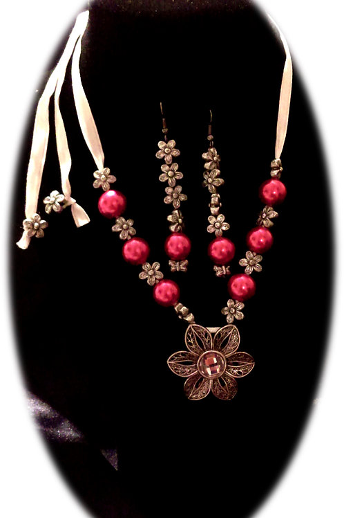 Flower and Pink Pearls Necklace Set