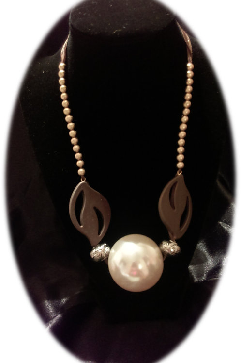 Over Sized Pearl Necklace