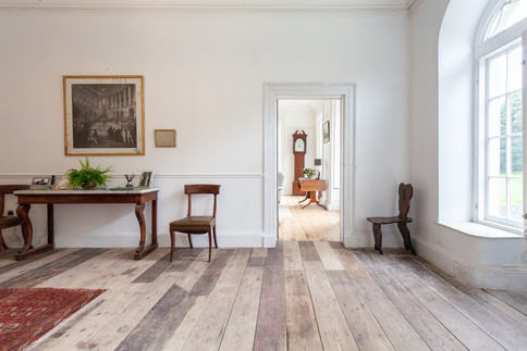 From the hall into the drawing room