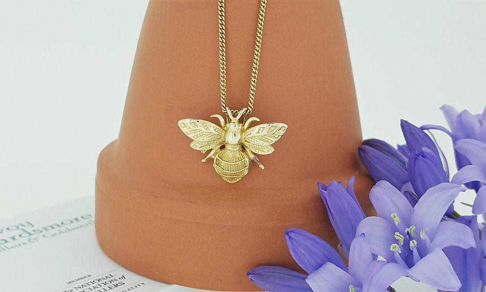 9ct Yellow Gold Bee Pendant