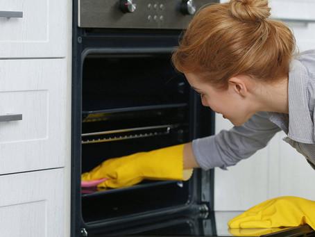 Nettoyer votre four avec des produits écologiques.