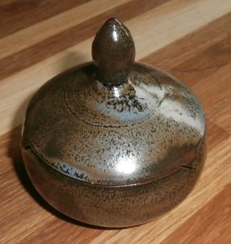 Petit pot avec couvercle -Non dispo