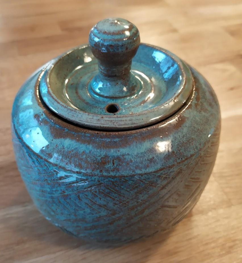 Pot avec couvercle 38 € -vue 1