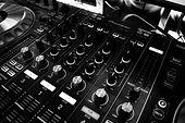 table-music-power-sound-63703.jpg