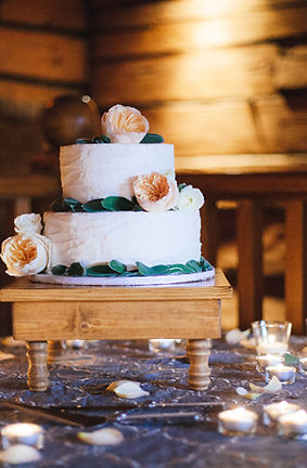 Buy-a-Canada-Lake-and-Lodge-Cake-For-Your-Cardiff-Wedding