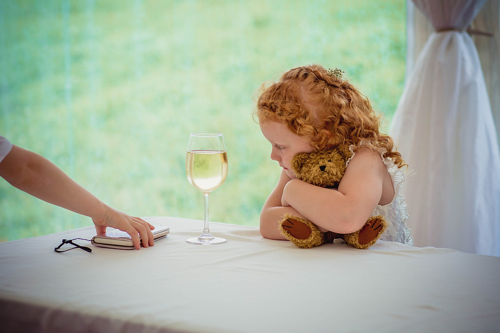 how late do wedding photographers leave