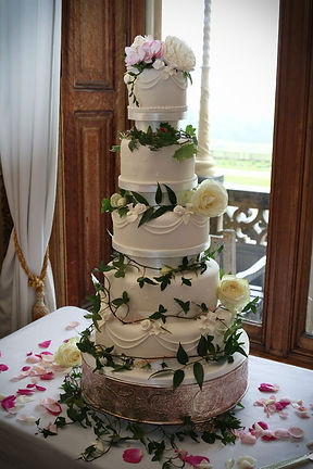 Buy a Cakes For Your Cardiff Wedding