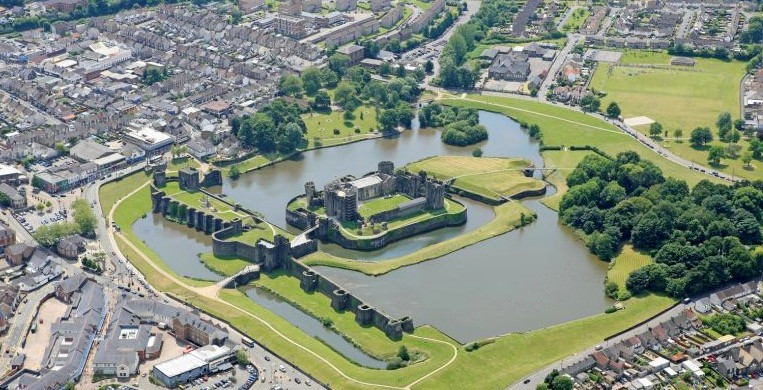 Wedding photography of Caerphilly Castle