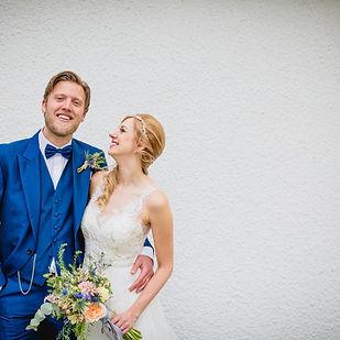 bride talks abot wedding photography