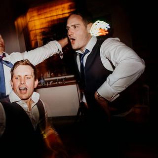 enjoying Wedding djs