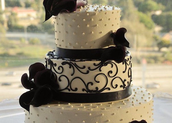 Buy a considering various wedding cakes For Cardiff Wedding