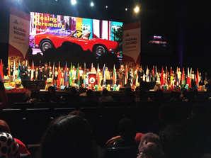 טקס נעילה של הסניורס ובו נשיאת דגלי 57 מדינות