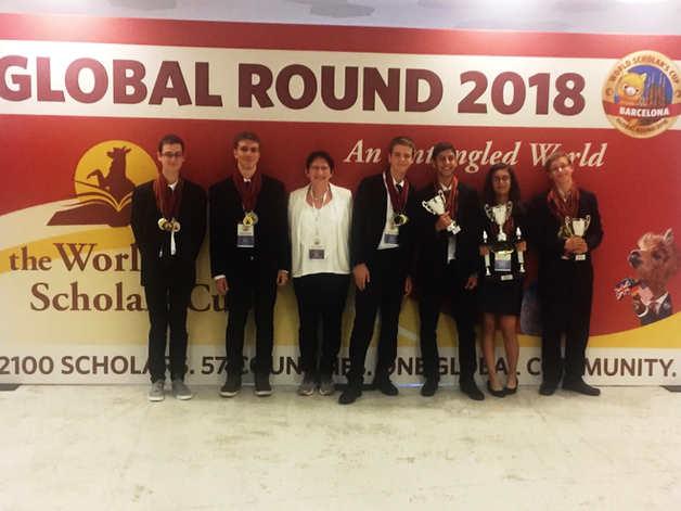 """הישגים מרשימים ביותר למשלחת תיכון """"אחד העם"""" בקטגוריית הסניור- מקום ראשון בפתח תקווה בתחרות דבייט גביע מלומדים עולמית WSC בברצלונה"""