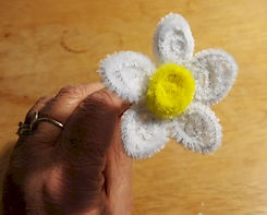 Pipe Cleaner Daisy Large