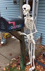 Halloween Drunk Skeleton Mailbox