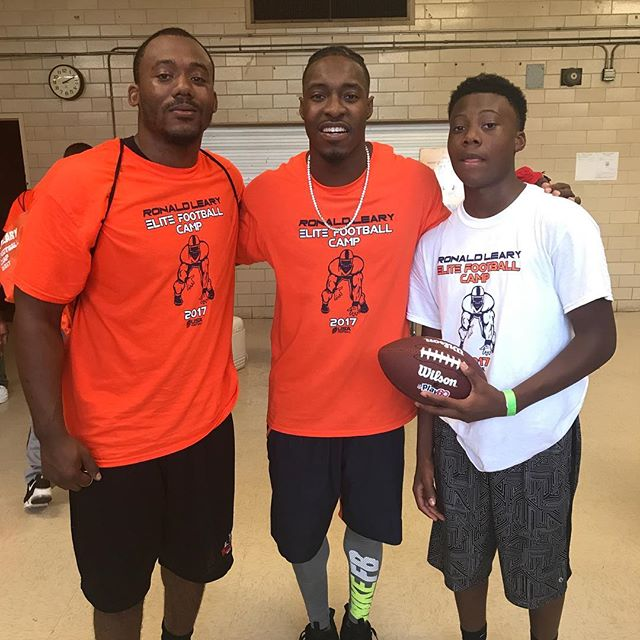 Me and lil bro with Tauren Nixon  #DenverBroncos  #WellsFitnessBR #OldCapitolHigh #SULab