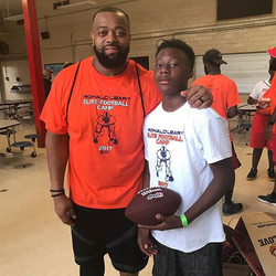 My lil bro with Ron Leary  #DenverBroncos  #FormerDallasCowboy #WellsFitnessBR #OldCapitolHigh #SULa