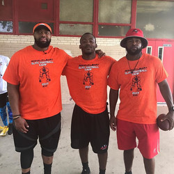 Ron Leary, me, JJ Wilcox #FormerCowboys 😤 😂 #WellsFitnessBR #OldCapitolHigh