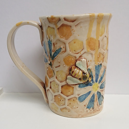 BEE MUG WITH FLOWERS   (040)