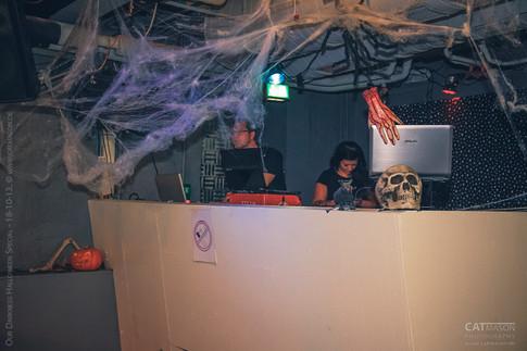 stuttgart_schwarz-our_dark_halloween-2013_10_18-aufbau-cat_mason-0005