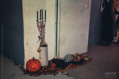 stuttgart_schwarz-our_dark_halloween-2013_10_18-aufbau-cat_mason-0020
