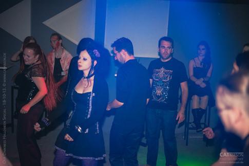 stuttgart_schwarz-our_dark_halloween-2013_10_18-party-cat_mason-0016