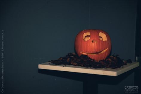 stuttgart_schwarz-our_dark_halloween-2013_10_18-aufbau-cat_mason-0016