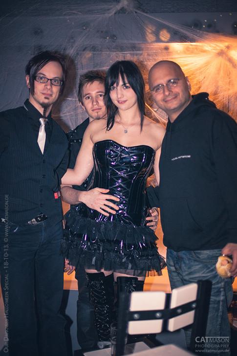 stuttgart_schwarz-our_dark_halloween-2013_10_18-party-cat_mason-0024