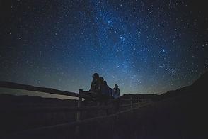 star-gazing-1149228_1920.jpg