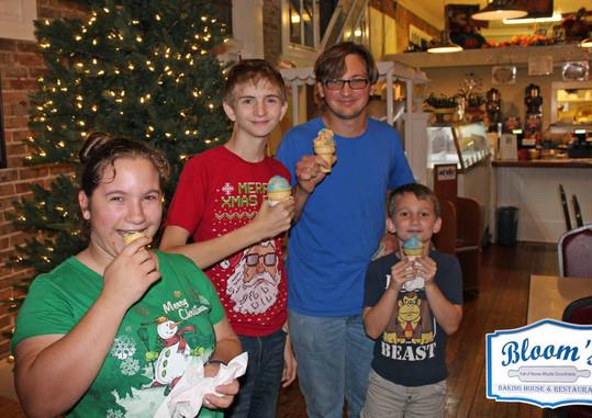 Ice-Cream-Christmas-2019-Bloo's-compress