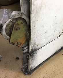 所沢のリフォーム会社原田ホームで引き戸の戸車の交換修理をした時の施工写真