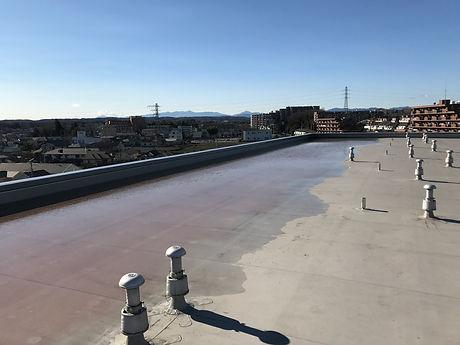 所沢のリフォーム会社原田ホームで賃貸マンションの屋上に雨水が溜まってしまい,雨漏りが起こっていた時の状況写真