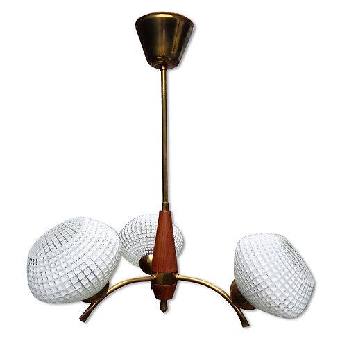 Trearmet lysekrone med stel af teak og messing
