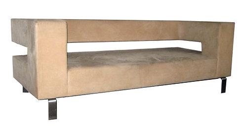 Sofa betrukket med lyst alcantarra