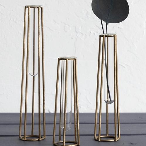 Vase set caged