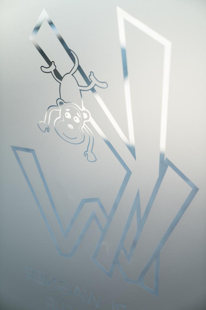 Logo in Glas