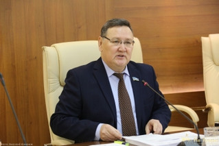 На заседании постоянного комитета Ил Тумэна под председательством Виктора Фёдорова рассмотрено 14 во