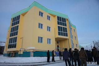 Руководитель фонда содействия реформирования ЖКХ открыл дом для переселенцев из аварийного жилья в М