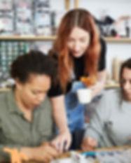 Las mujeres en el taller de joyería